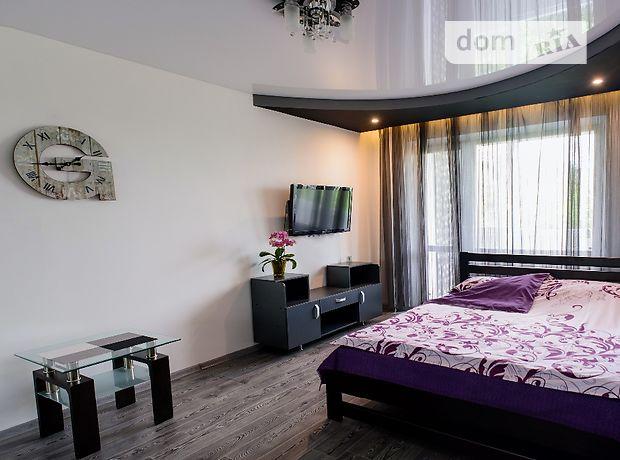 однокомнатная квартира в Ровно, на ул. Шухевича Романа 8, в аренду на короткий срок посуточно фото 1