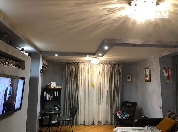 трехкомнатная квартира в Тернополе, район Дружба, на ул. Бережанская 10, в аренду на короткий срок посуточно фото 1