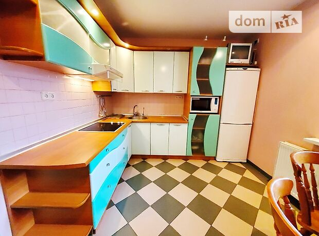трикімнатна квартира з меблями в Черкасах, район Митниця, на вул. Смирнова Сержанта 1 в довготривалу оренду помісячно фото 1
