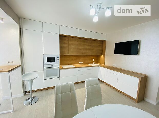 двухкомнатная квартира с мебелью в Черкассах, район Центр, на ул. Байды-Вишневецкого 68 в аренду на долгий срок помесячно фото 1