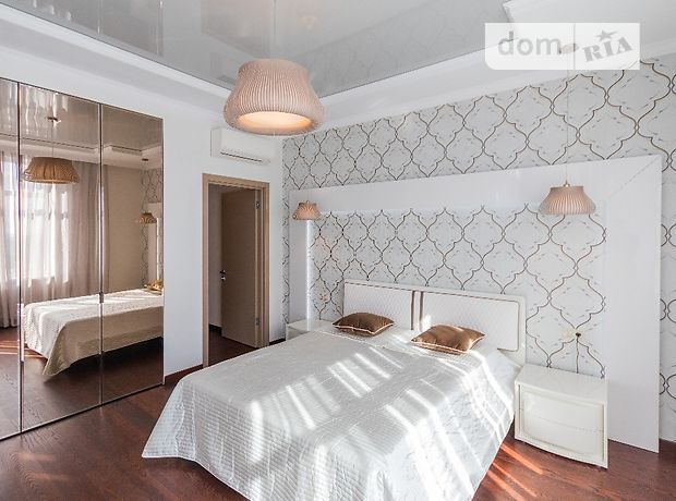 трехкомнатная квартира с мебелью в Киеве, район Печерский, на ул. Драгомирова 11, в аренду на долгий срок помесячно фото 1
