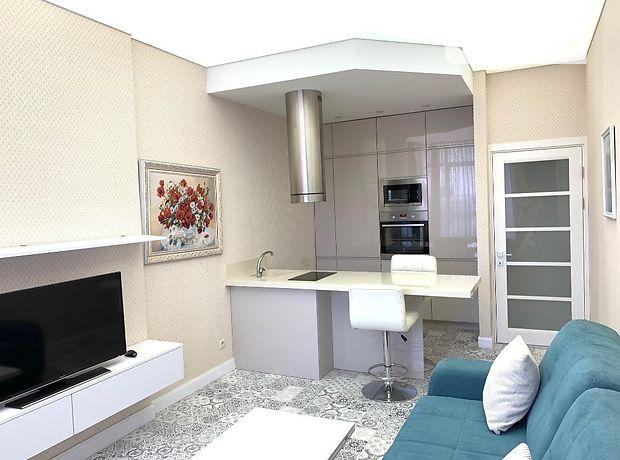 двухкомнатная квартира с мебелью в Киеве, район Печерский, на ул. Ивана Кудри 7, в аренду на долгий срок помесячно фото 1