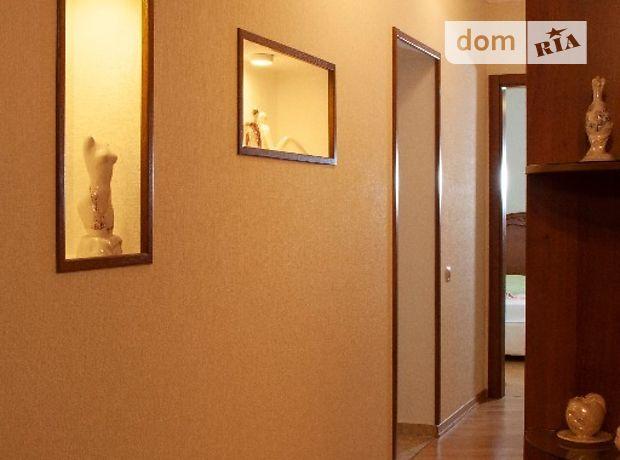 трехкомнатная квартира с мебелью в Киеве, район Печерский, на ул. Старонаводницкая 4а, в аренду на долгий срок помесячно фото 1