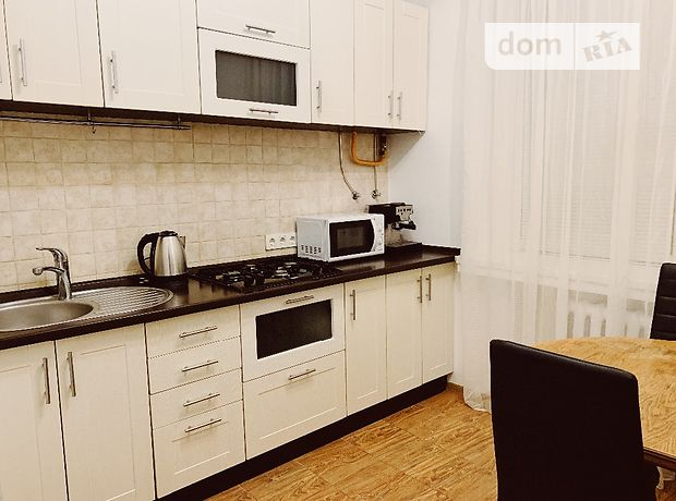 однокомнатная квартира с мебелью в Киеве, район Печерский, на Асенальная 15, в аренду на долгий срок помесячно фото 1