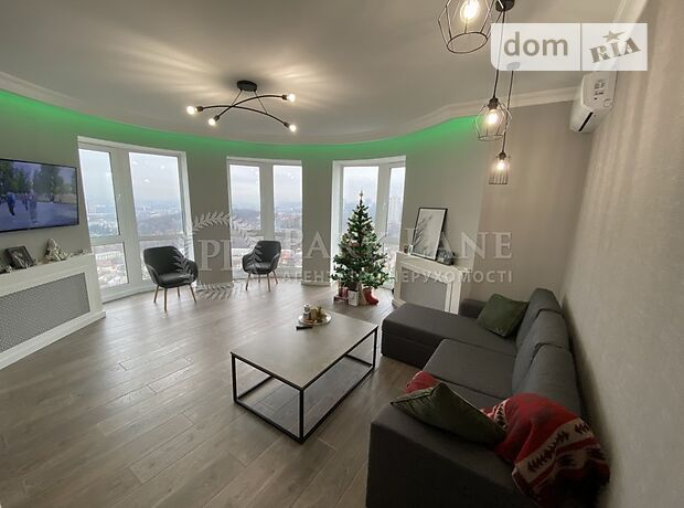 трехкомнатная квартира с мебелью в Киеве, район Подольский, на Новомостицкая улица 15, в аренду на долгий срок помесячно фото 1