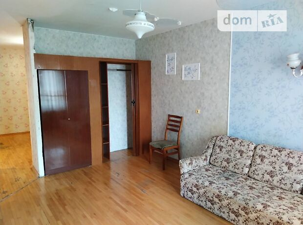 трехкомнатная квартира с мебелью в Киеве, на ул. Вишняковская 7, в аренду на долгий срок помесячно фото 1