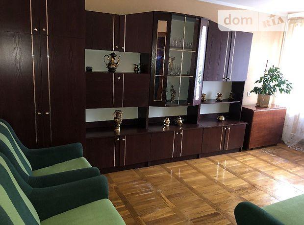 трехкомнатная квартира с мебелью в Луцке, район 33 микрорайон, на просп. Молодежи 1 в аренду на долгий срок помесячно фото 1