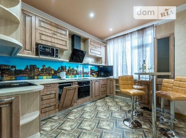 трикімнатна квартира з меблями в Одесі, район Приморський, на ул Гагаринское плато 5, в довготривалу оренду помісячно фото 1