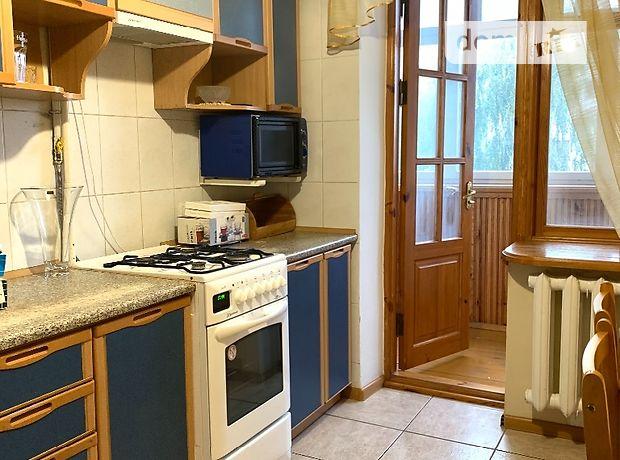 трехкомнатная квартира с мебелью в Ровно, район 12-школа, на ул. Грушевского Академика в аренду на долгий срок помесячно фото 1
