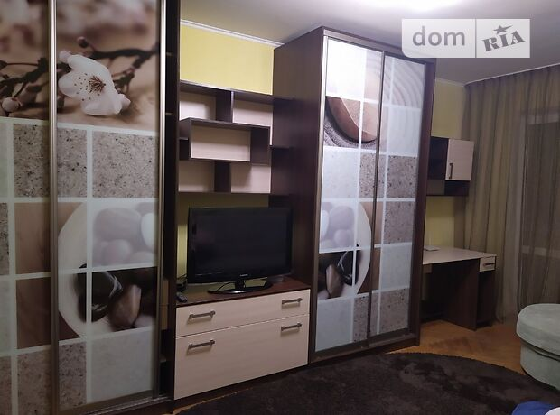 однокомнатная квартира с мебелью в Ровно, район Ювилейный, на ул. Вербова 43, в аренду на долгий срок помесячно фото 1