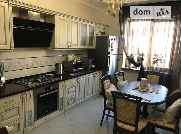 трехкомнатная квартира с мебелью в Тернополе, район Сахарный завод, на ул. Микулинецкая в аренду на долгий срок помесячно фото 1