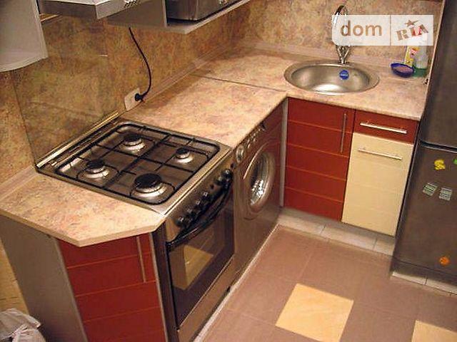 Дизайн кухни 4 кв.м в хрущевке с газовой колонкой и холодильником