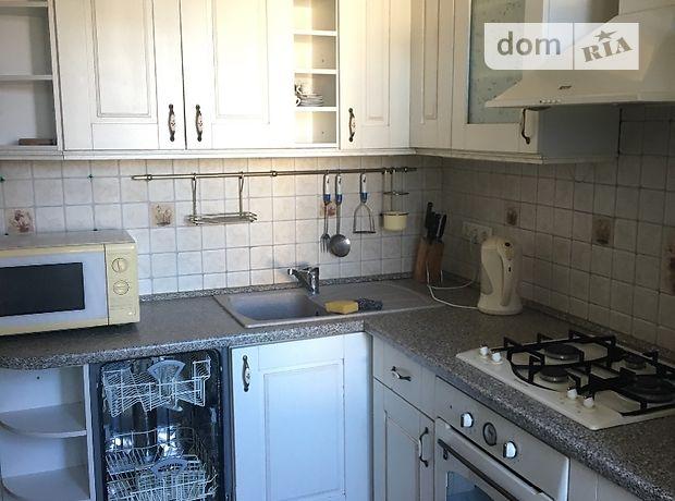 трехкомнатная квартира с мебелью в Ужгороде, район Центр, на просп. Свободы 50, в аренду на долгий срок помесячно фото 1
