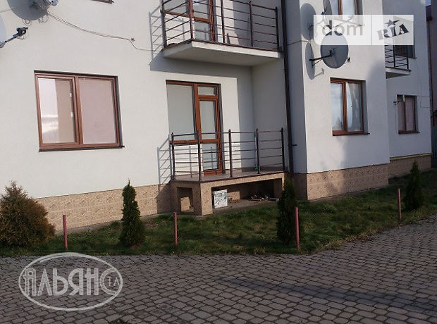 трехкомнатная квартира с мебелью в Ужгороде, район Центр, на О. Хіри в аренду на долгий срок помесячно фото 1