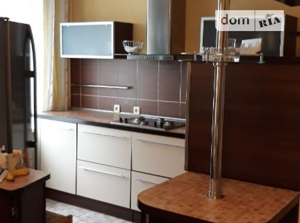 трехкомнатная квартира в Запорожье, район Бородинский, на ул. Чуйкова Маршала в аренду на долгий срок помесячно фото 1