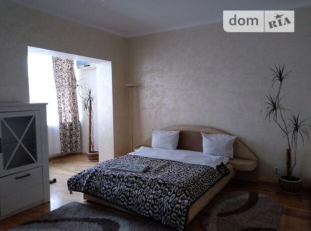 трехкомнатная квартира в Черновцах, район Центр, на ул. Нагорная в аренду на короткий срок посуточно фото 1