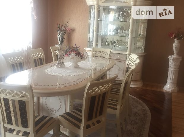 Продажа дома, 300м², Закарпатская, Виноградов, Довженко улица
