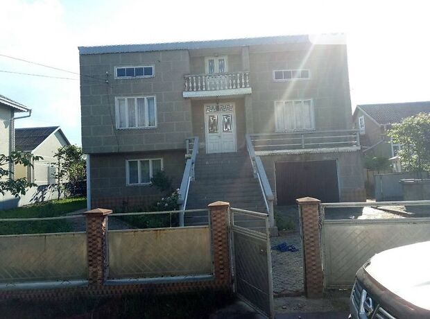 двухэтажный дом с гаражом, 30 кв. м, кирпич. Продажа в Горошных Шеровцах (Черновицкая обл.) фото 1