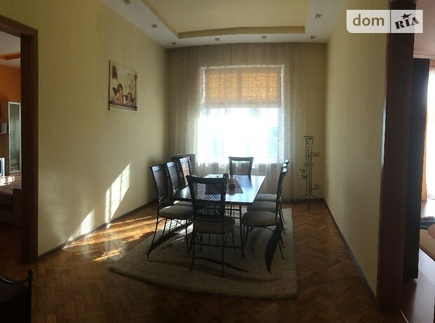 Продаж трикімнатної квартири в Чернівцях на вул. Заньковецької Марії 15 район Центр фото 1