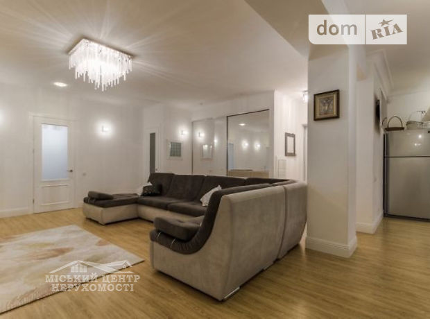 Продажа четырехкомнатной квартиры в Полтаве, на ул. Октябрьская район Центр фото 1