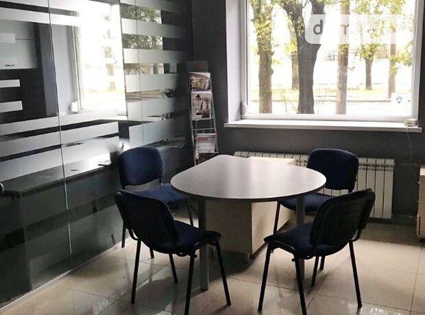 Офисное помещение на 81 кв.м. в нежилом помещении в жилом доме в Львове фото 1