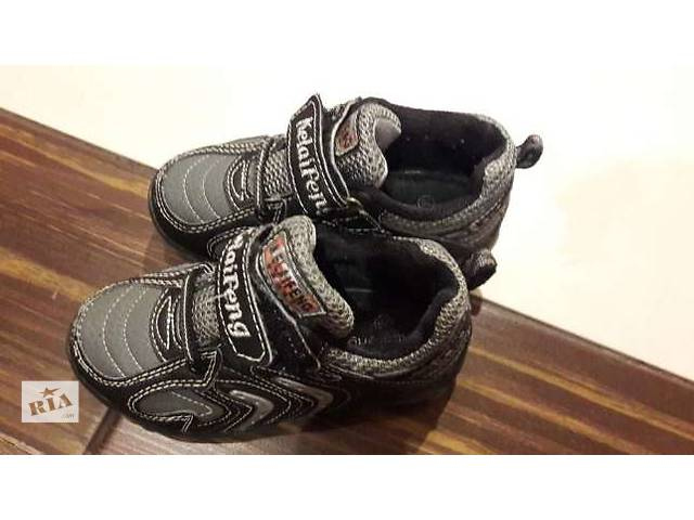 купить бу 2 пары кроссовок за 230грн в хорошем состоянии. 24 и 26рр.  в Харькове