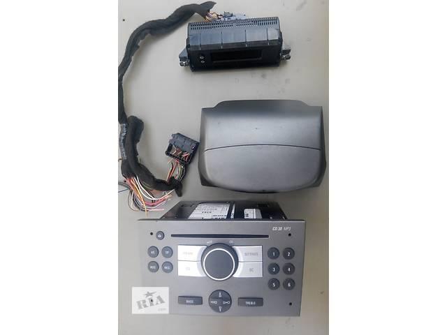 продам Б/у автомагнитола, магнитола Renault Trafic 1.9, 2.0, 2.5 Рено Трафик (Vivaro, Виваро) 2001-2009гг бу в Ровно