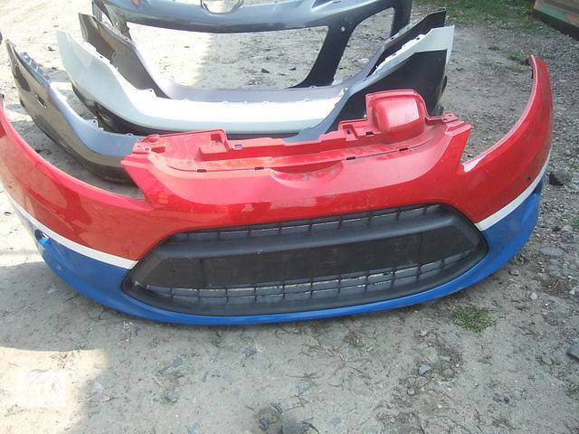 бу Б/у бампер передний для легкового авто Ford Fiesta в Ровно