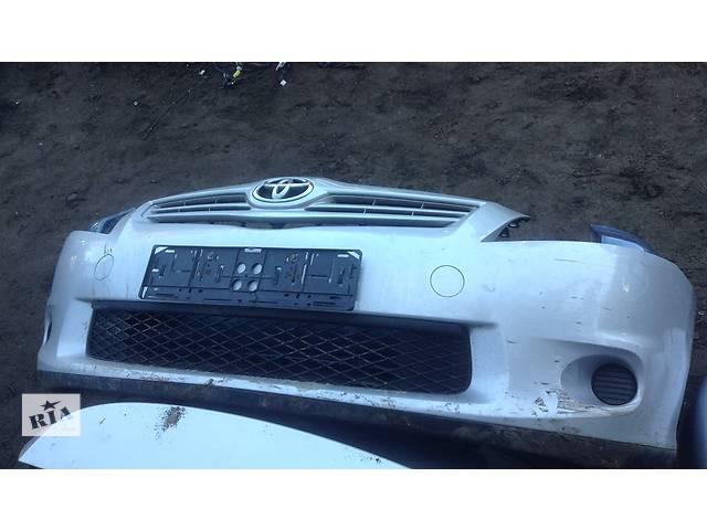 продам Б/у бампер передний для легкового авто Toyota Auris бу в Киеве