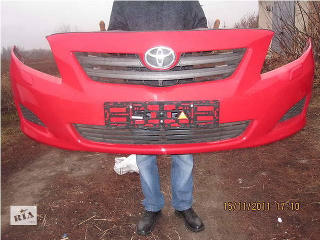 купить бу Б/у бампер передний для легкового авто Toyota Corolla в Ровно