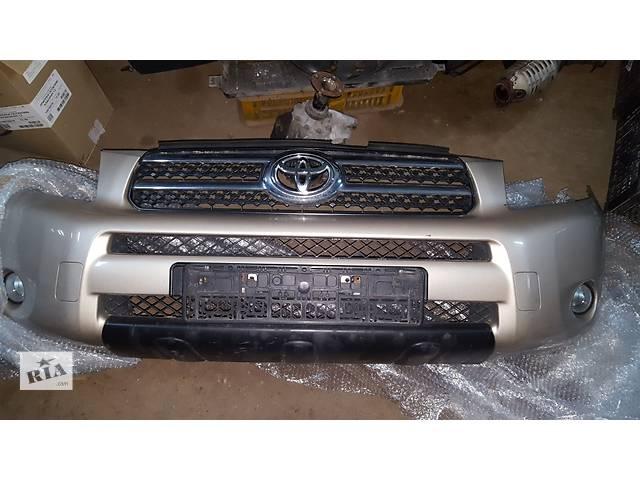 купить бу Б/у бампер передний для легкового авто Toyota Rav 4 в Ровно