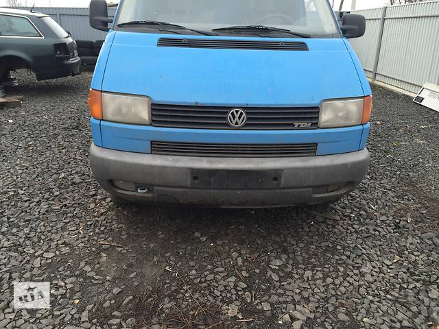 купить бу Б/у бампер передний для легкового авто Volkswagen T4 (Transporter) в Луцке