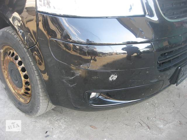 купить бу Б/у бампер передний с галогенками без решетки Volkswagen T5 в Ровно