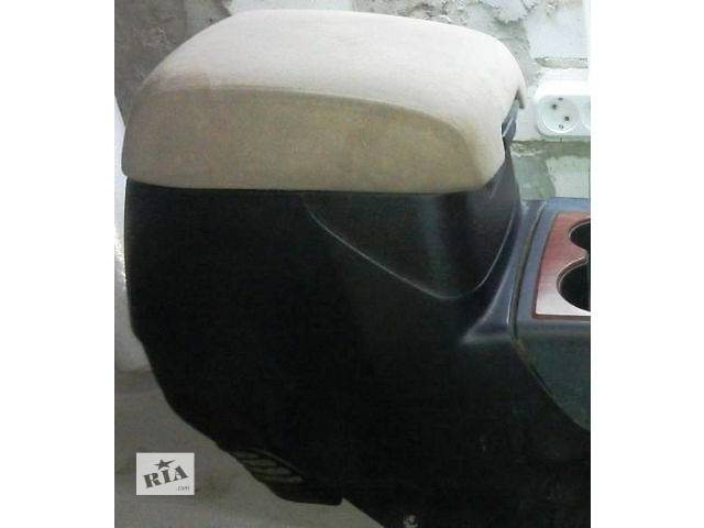 продам Б/у бардачок для легкового авто Mitsubishi Pajero Wagon 2007 бу в Харькове