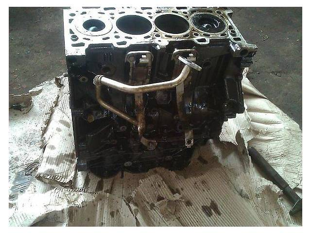 купить бу Б/у блок двигателя для легкового авто Opel Vivaro 2.5 cdti в Ужгороде