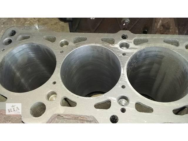 купить бу Б/у Блок двигателя двигуна Volkswagen Crafter Фольксваген Крафтер 2.5 TDI BJK/BJL/BJM (80кВт, 100кВт, 120кВт) в Рожище