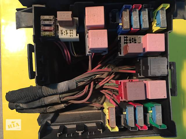 купить бу Б/у блок предохранителей для легкового авто Opel Vivaro в Ковеле