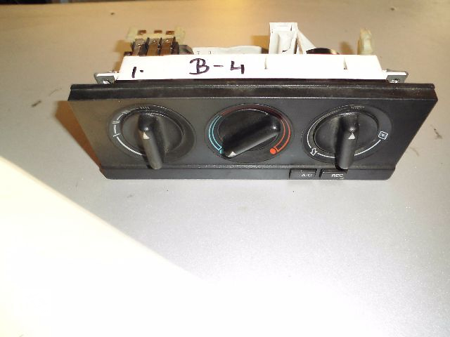 бу Б/у блок управления печкой/климатконтролем для легкового авто Audi 80 в Буче