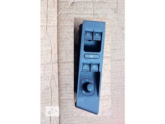 купить бу Б/у блок управления стеклоподьёмниками для седана Volkswagen Passat B7 в Луцке