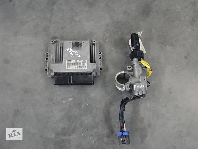 купить бу Б/у блок управління двигуном для легкового авто KIA Ceed 1.6 CRDI 39103-2A710,0281013569 в Львове