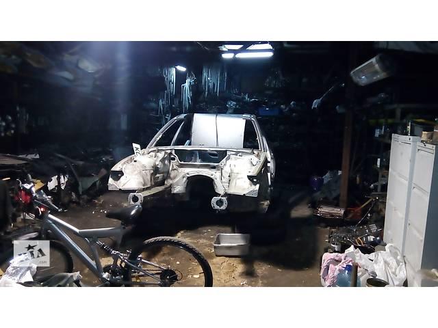 продам Б/у боковина для универсала BMW 3 Series (все) бу в Киеве