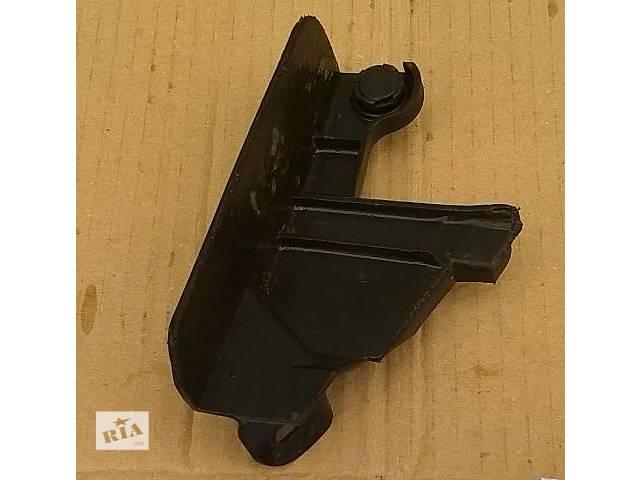 бу Б/у кронштейн накладки порога задний левый и задний правый 57498-30050, 57497-30050 для седана Lexus GS 300 2007г в Киеве