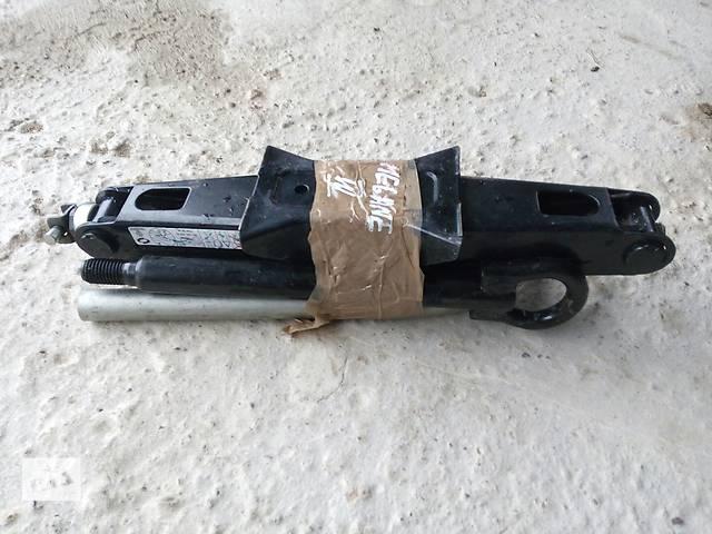 бу Б/у буксировочный крюк, Гак, Домкрат, ключ для легкового авто Renault Megane III в Калуше