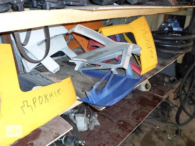 купить бу Б/у Детали кузова Ресничка Volkswagen Crafter Фольксваген Крафтер 2.5 TDI 2006-2010 в Луцке