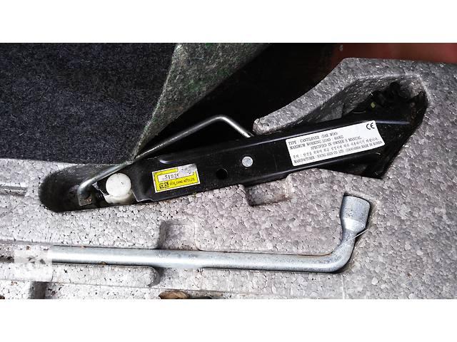 продам Б/у домкрат для легкового авто Daewoo Espero бу в Умани