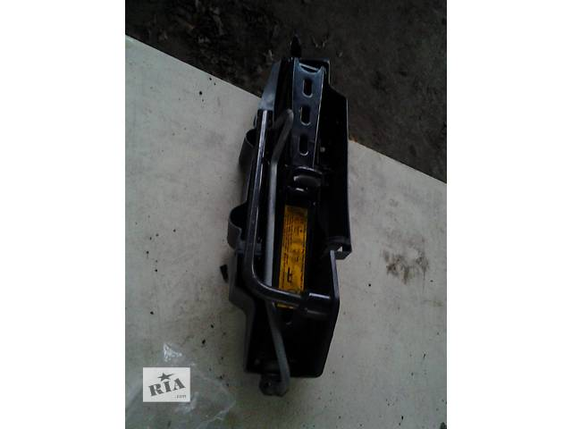 купить бу Б/у домкрат ключ колесный Renault Kangoo Рено Канго Кенго 1,5DCI K9K 2008-2012 в Луцке
