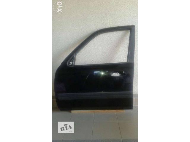 купить бу Б/у дверь передняя для кроссовера Honda CR-V 2001 в Киеве