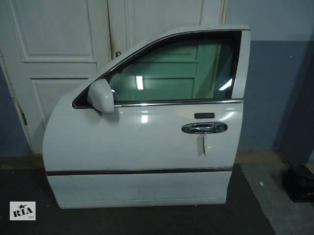 купить бу Б/у дверь передняя (правая, левая) для легкового авто Lincoln Town Car 1998-2002 в Киеве