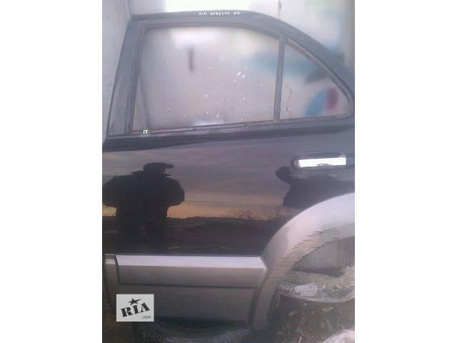 купить бу Б/у дверь задняя левая 77003-3E100 для кроссовера Kia Sorento 2005г в Киеве