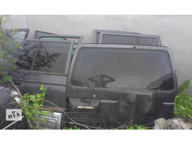 продам Б/у дверь задняя для легкового авто Mitsubishi Pajero бу в Киеве